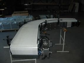 Le convoyeur à bande est un appareil industriel spécialement conçu pour l'industrie