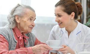 Soin de perte d'autonomie et assistance aux personnes âgées