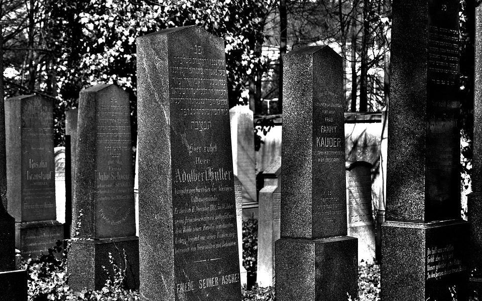 Inhumation ou crémation: comment choisir?