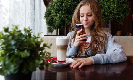 """Le """"phubbing"""": le comportement obstacle aux relations sociales"""